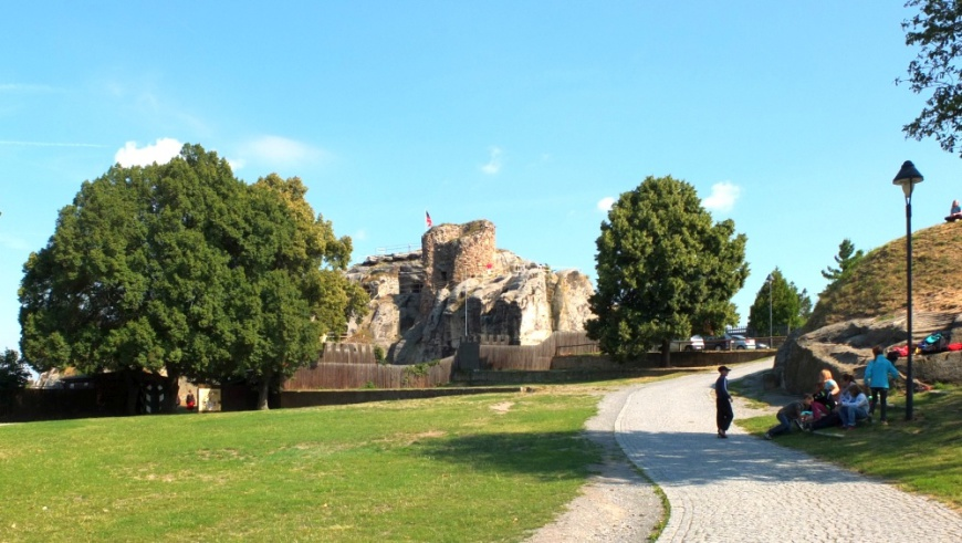 Festung Regenstein - Blick auf das Gelände der Vorburg