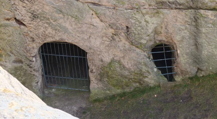 Burg Regenstein - Das Teufelsloch von der Oberburg aus. Foto: G. Silex.