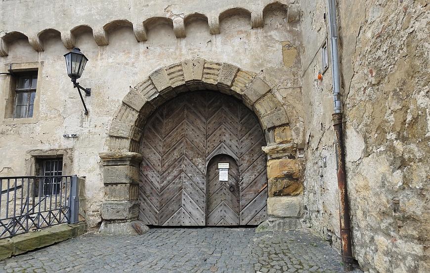 Schloss Blankenburg - Eingang mit geschlossenem Tor