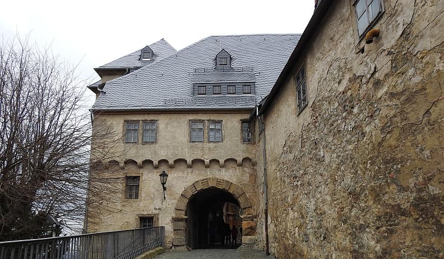 Schloss Blankenburg - Eingang mit offenem Tor