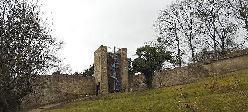 Schloss Blankenburg - Schalenturm in der Vorburg