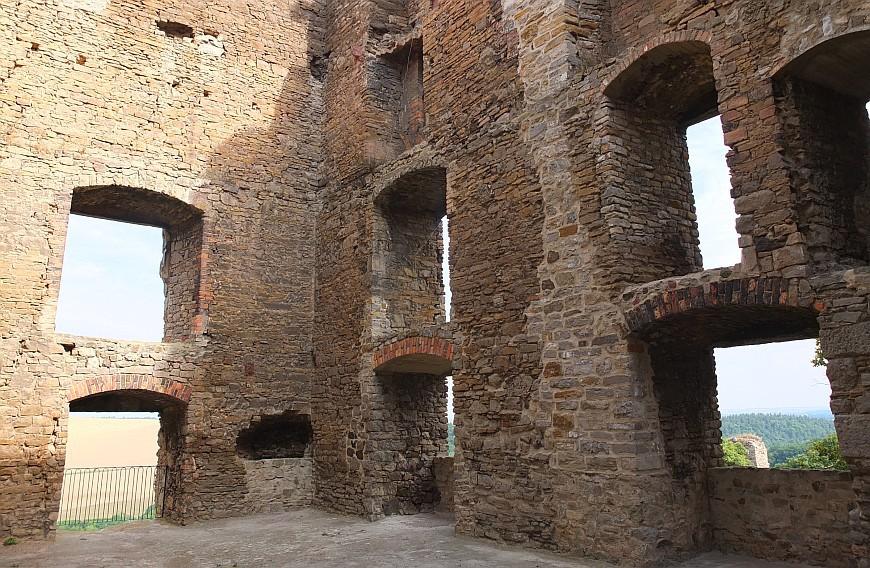 Burgruine Arnstein - Im Innern des Pallas.