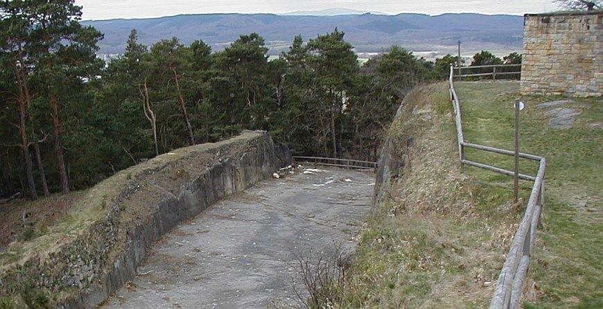 Festung Regenstein - Felsgraben vor dem Bollwerk Friedrich Wilhelmsburg