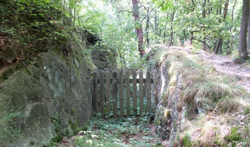 Festung Regenstein, gesperrter Eingang zum Laufgraben.