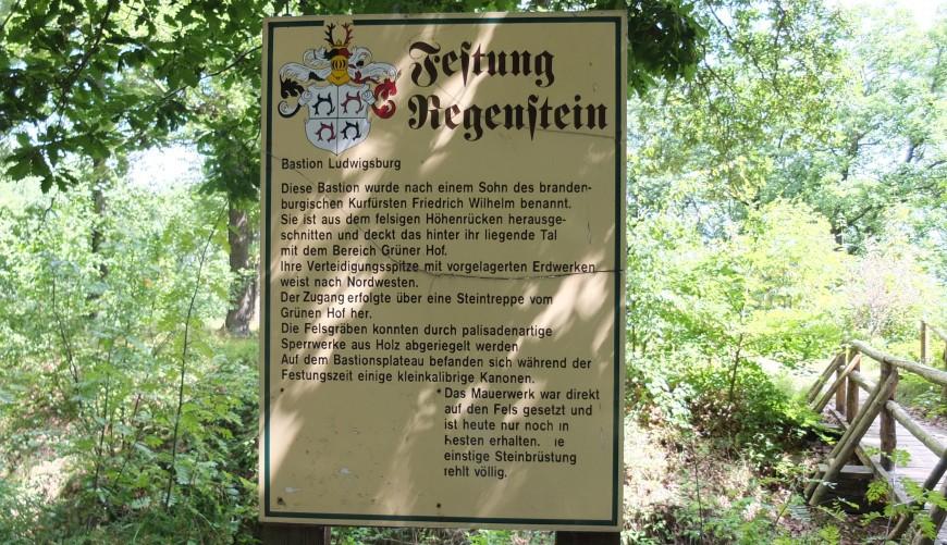 Festung Regenstein, Hinweisschild zur Ludwigsburg