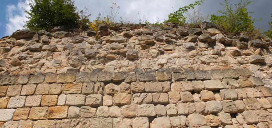 Mauerteil der Festung Regenstein.