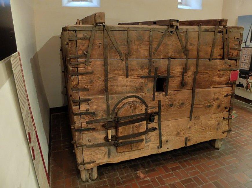 Der Raubgrafenkasten im Schloß Quedlinburg