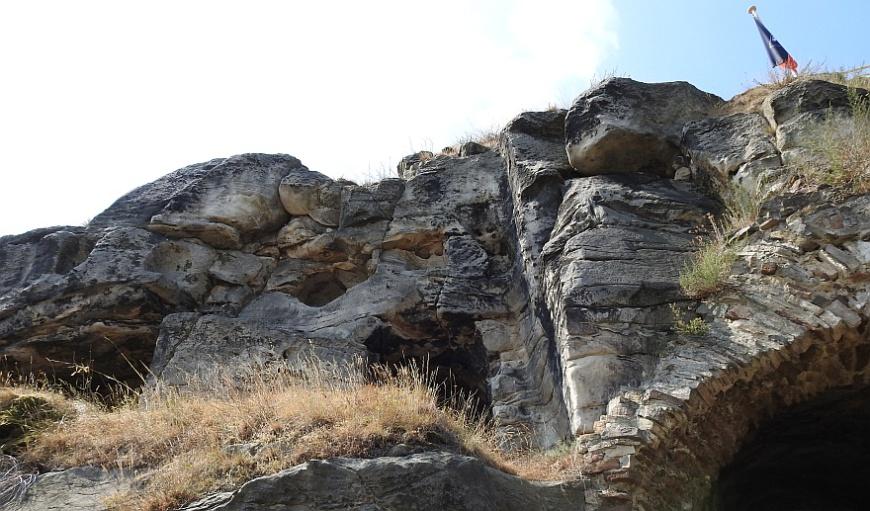 Burg Regenstein - Felsen oberhalb der Poterne. (Foto: 2018)