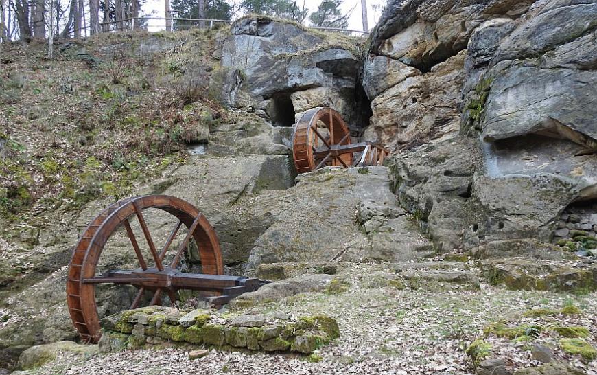 Burg Regenstein - rekonstruierte Wasserräder der Regensteinmühle