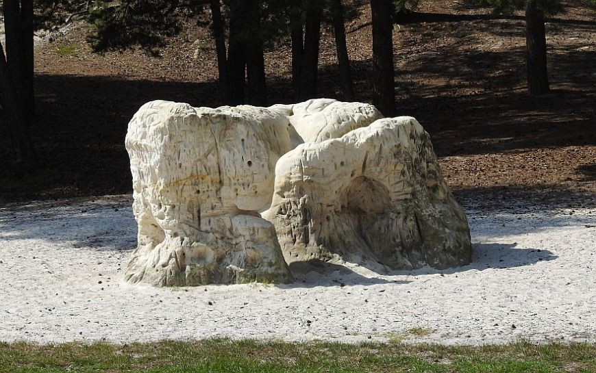 Sandsteinfelsen bei den Höhlen im Heers