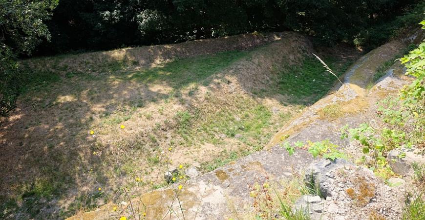Festung Regenstein - Erdschanze vor dem Infanterieausgang (Hinter dem Raubgrafentunnel)