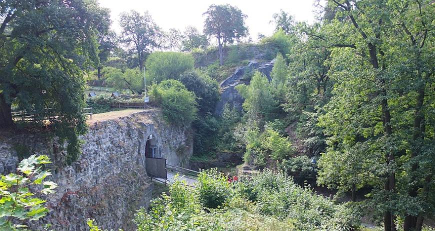 Festung Regenstein - Toranlage mit Graben und Kurtine