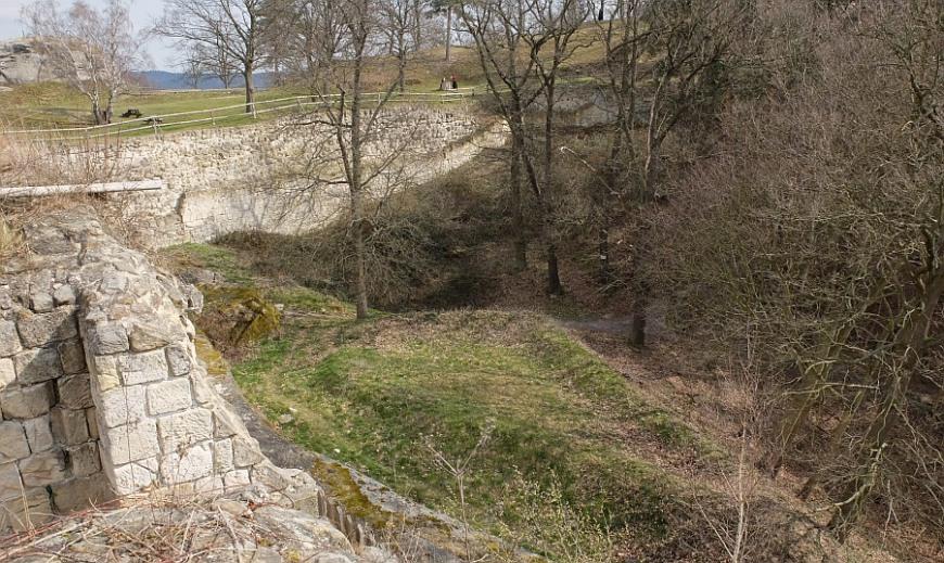 Festung Regenstein - Blick auf das Bollwerk Wilhelmsburg mit Dreieckschanze
