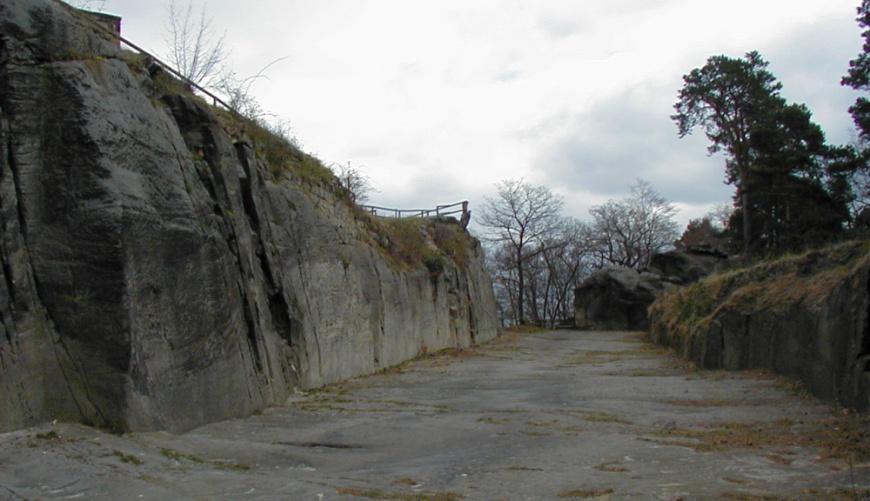 Festung Regenstein - Felsgraben vor dem Bollwerk Wilhelmsburg