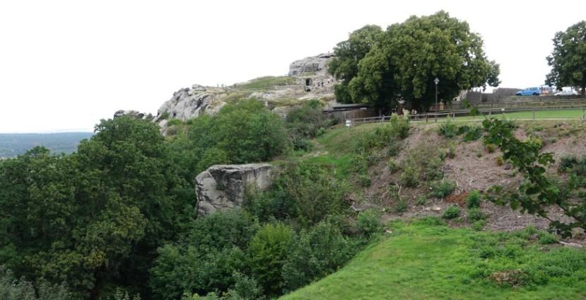 Festung Regenstein - Westseite mit Blick zur Felsenburg (Foto: 08/2020)